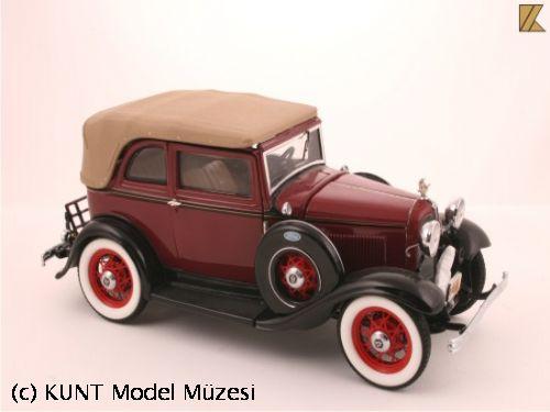 1932 Ford Convertible Sedan